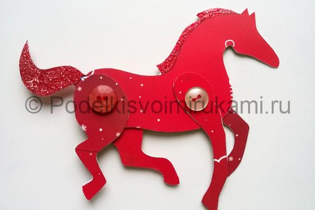 Как сделать лошадь из бумаги. Итоговый вид поделки. Фото 2.