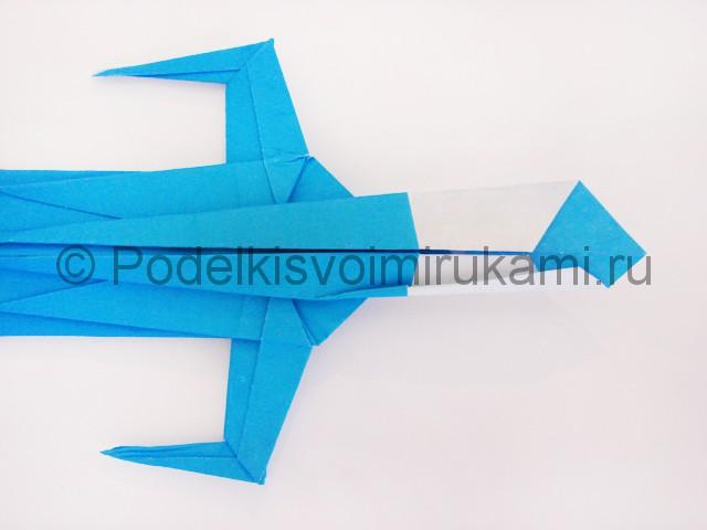 Как сделать меч из бумаги своими руками. Фото 32.