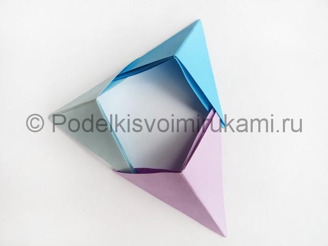 Как сделать пирамиду из бумаги. Фото 15.