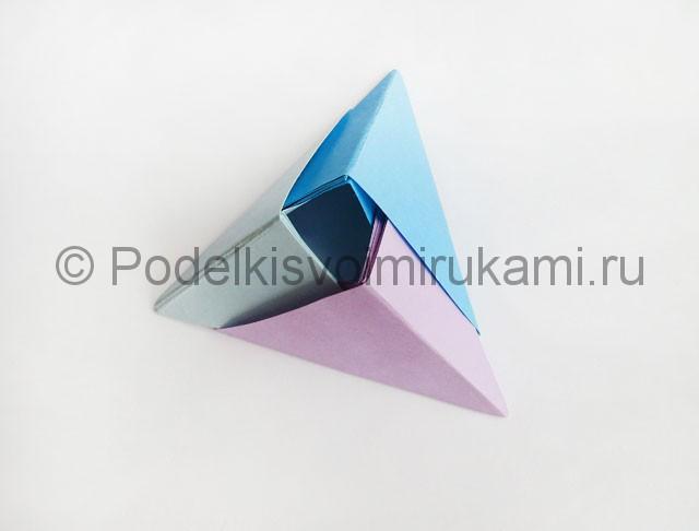 Как сделать пирамиду из бумаги. Фото 16.