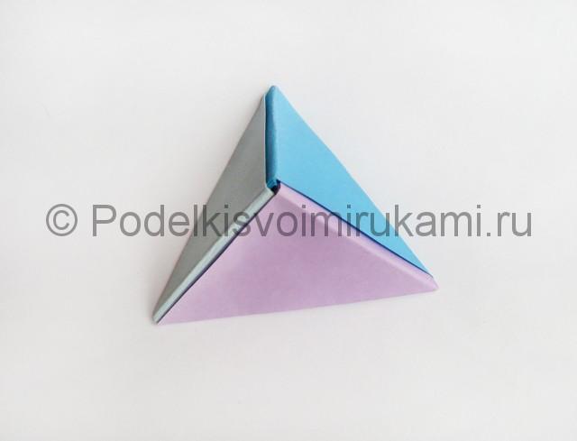 Как сделать пирамиду из бумаги. Фото 17.