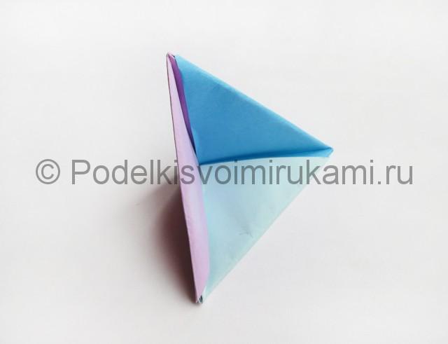 Как сделать пирамиду из бумаги. Фото 18.