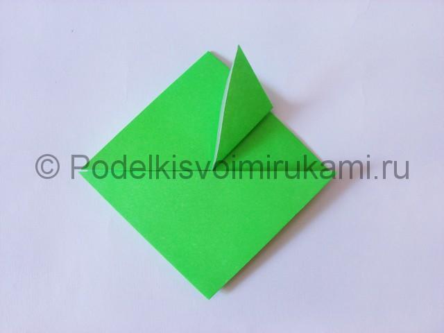 Как сделать прыгающую лягушку из бумаги. Фото 12.