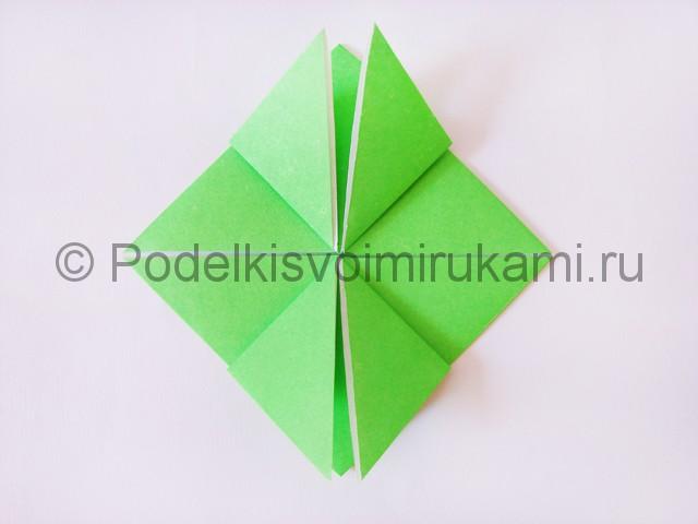 Как сделать прыгающую лягушку из бумаги. Фото 13.