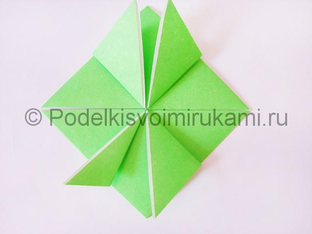 Как сделать прыгающую лягушку из бумаги. Фото 14.