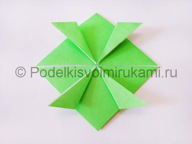 Как сделать прыгающую лягушку из бумаги. Фото 15.