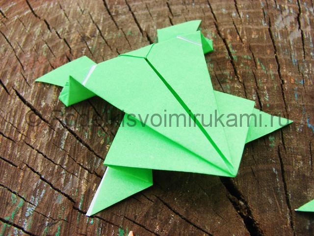 Как сделать прыгающую лягушку из бумаги. Фото 25.