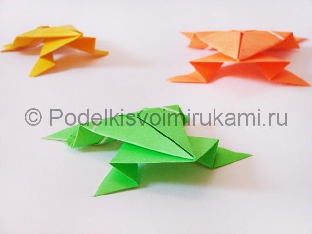 Как сделать прыгающую лягушку из бумаги. Фото 27.