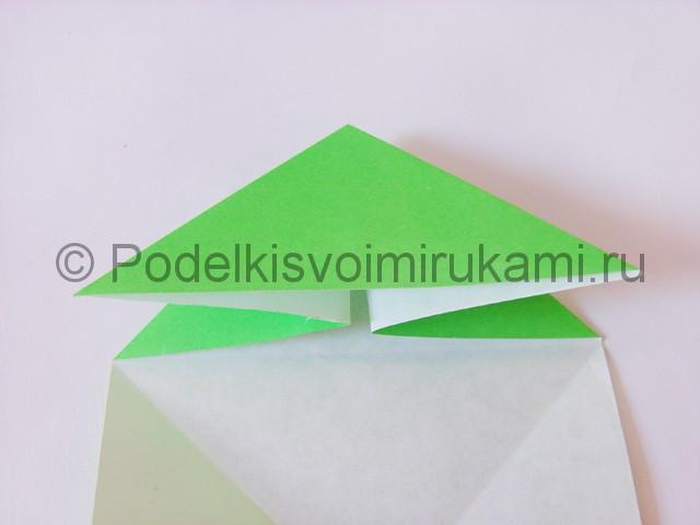 Как сделать прыгающую лягушку из бумаги. Фото 9.
