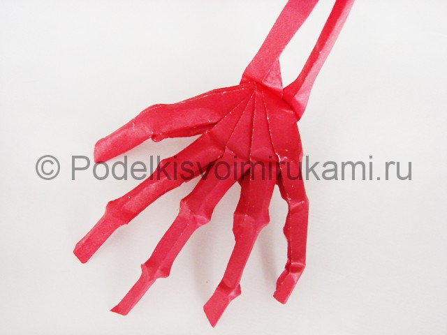 Как сделать руку из бумаги. Итоговый вид поделки. Фото 2.