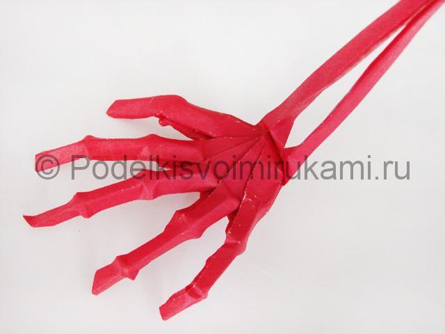 Как сделать руку из бумаги. Итоговый вид поделки. Фото 3.