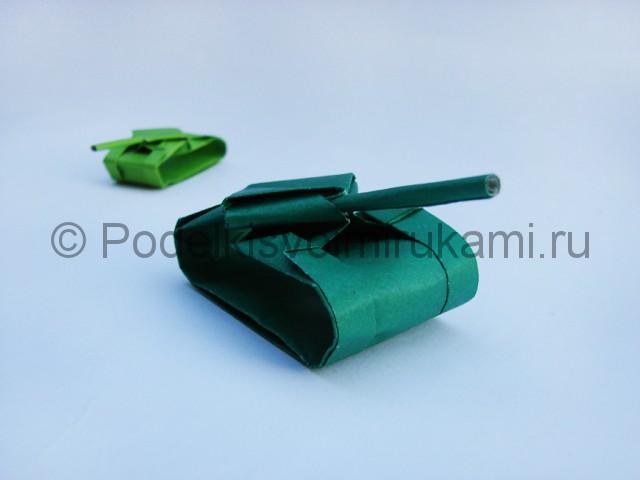 Как сделать танк из бумаги своими руками. Итоговый вид поделки. Фото 2.