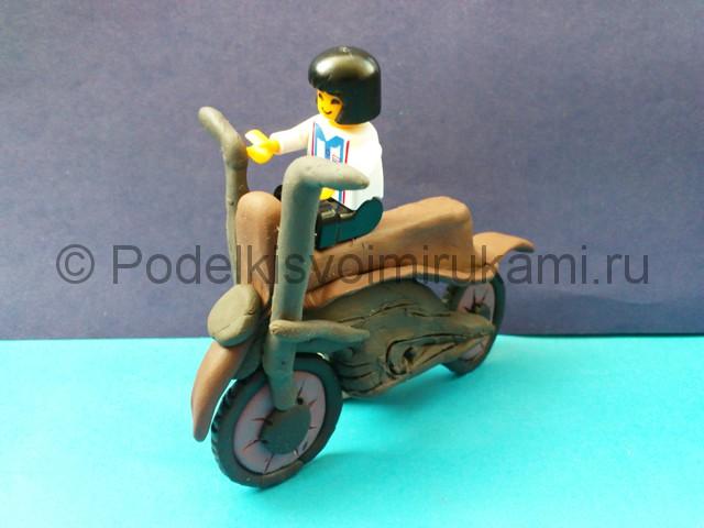 Как слепить мотоцикл из пластилина. Итоговый вид поделки. Фото 2.