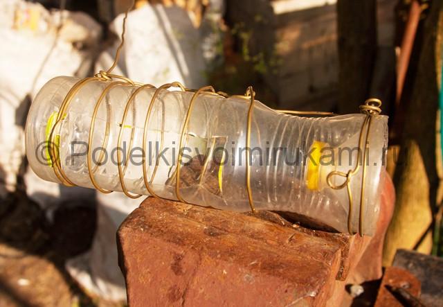 Кормушка для цыплят из пластиковой бутылки. Фото 8.