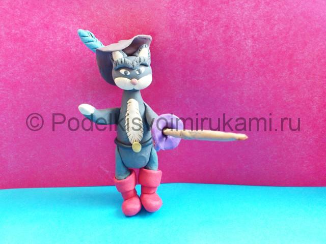 Кот в сапогах из пластилина. Итоговый вид поделки. Фото 3.
