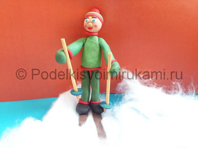 Лыжник из пластилина. Итоговый вид поделки. Фото 2.