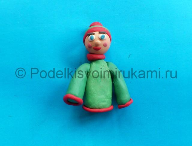 Лыжник из пластилина. Шаг №6.