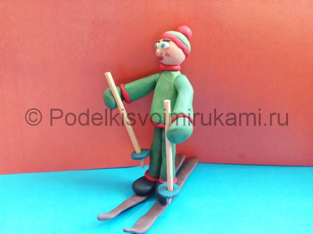 Лыжник из пластилина. Итоговый вид поделки. Фото 1.