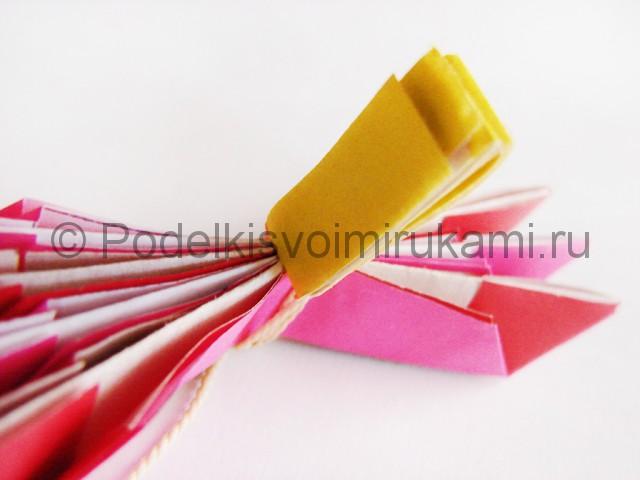 Поделка лотоса из бумаги своими руками. Фото 18.