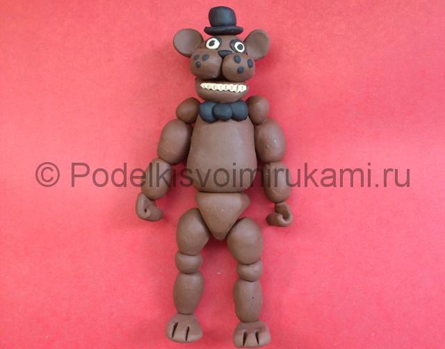 Мишка Фредди из пластилина. Итоговый вид поделки. Фото 2.