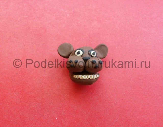 Как слепить мишку Фредди из пластилина. Фото 6.