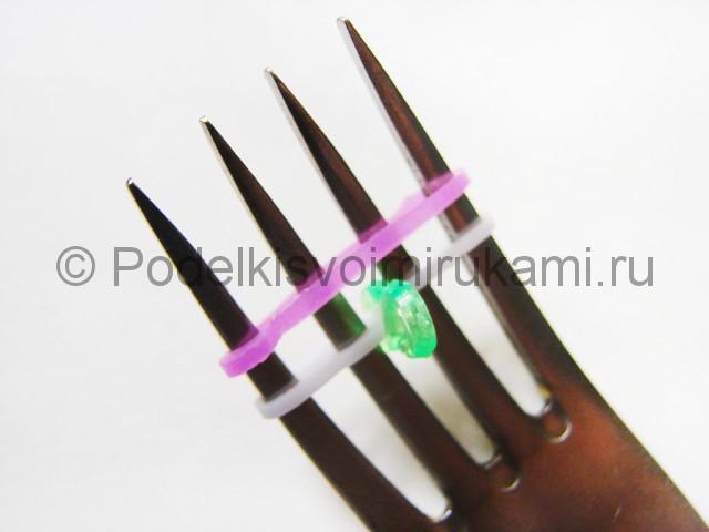 Ажурный браслет из резинок. Плетение на вилке. Фото 4.