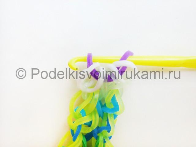Ажурный браслет из резинок. Плетение на вилке. Фото 40.