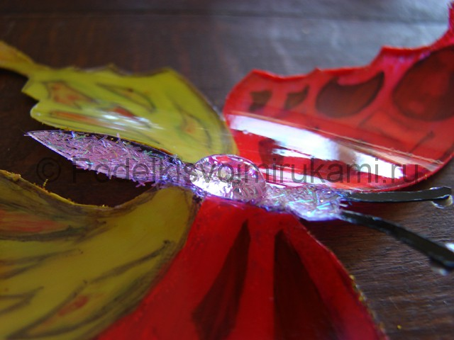 Бабочка из пластиковой бутылки. Фото 20.