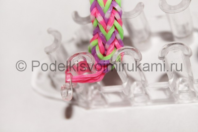 "Плетение браслета из резинок ""Гусеница"". Фото 15."