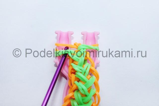 "Плетение браслета из резинок ""Колосок"" на рогатке. Фото 17."
