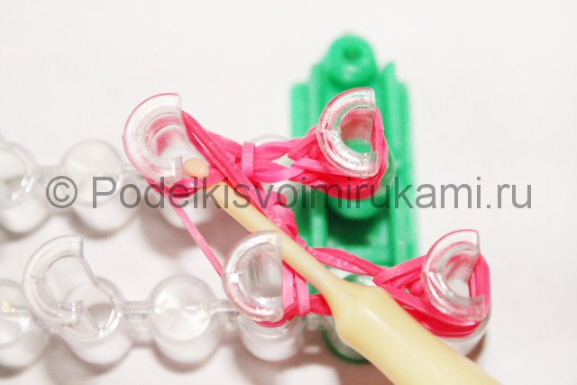 "Плетение браслет из резинок ""Сердце"". Фото 17."