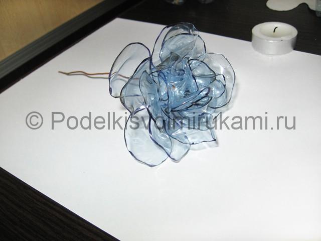 Как сделать цветок из пластиковой бутылки. Фото 12.