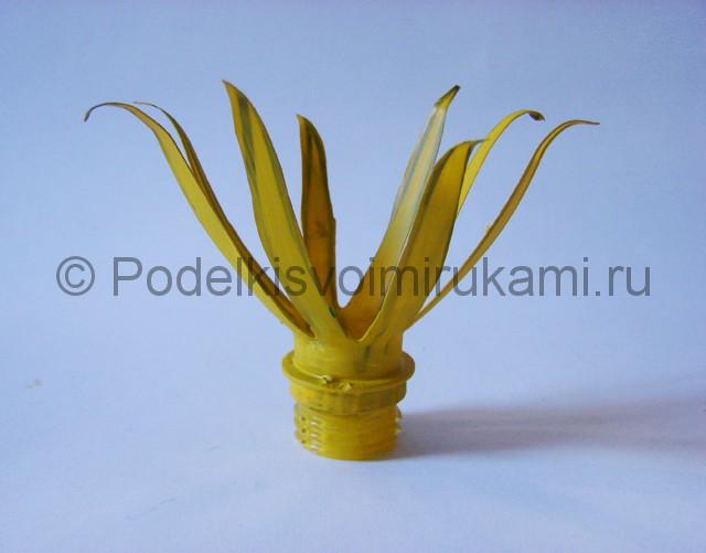 Как сделать лягушку из пластиковых бутылок. Фото 13.