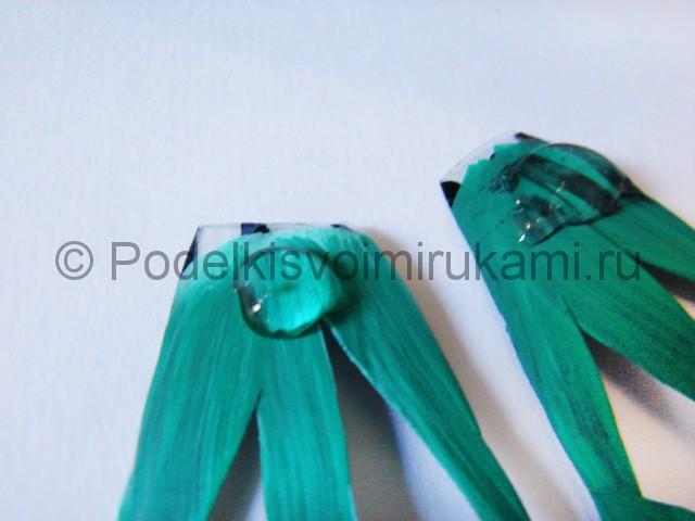 Как сделать лягушку из пластиковых бутылок. Фото 9.
