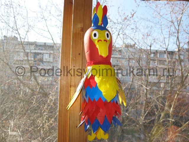 Как сделать попугая из пластиковых бутылок. Фото 1.