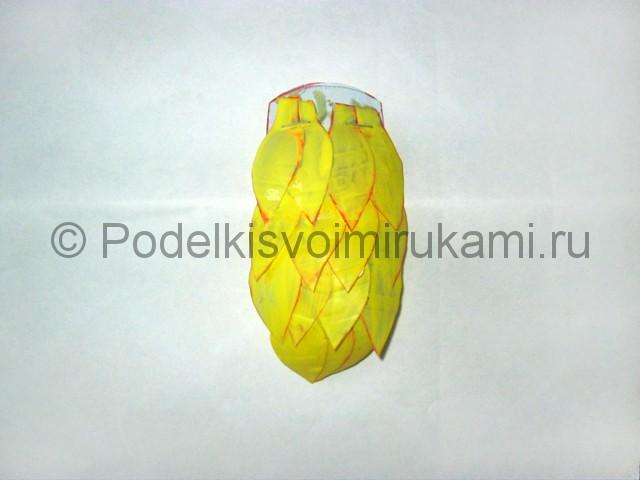 Как сделать попугая из пластиковых бутылок. Фото 10.