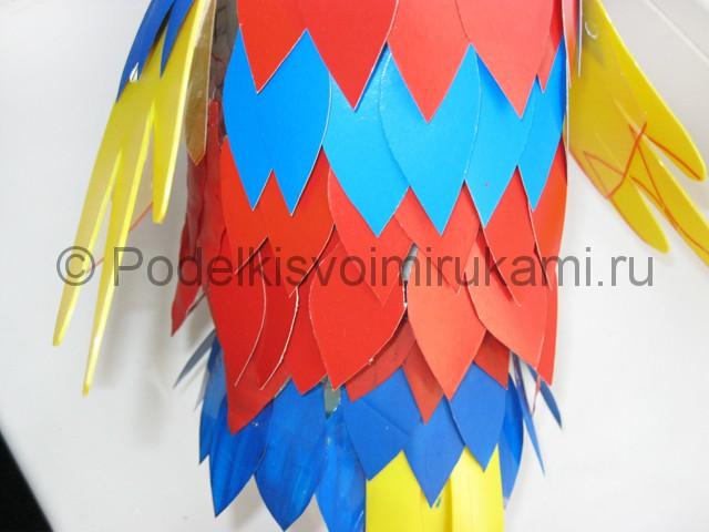 Как сделать попугая из пластиковых бутылок. Фото 14.