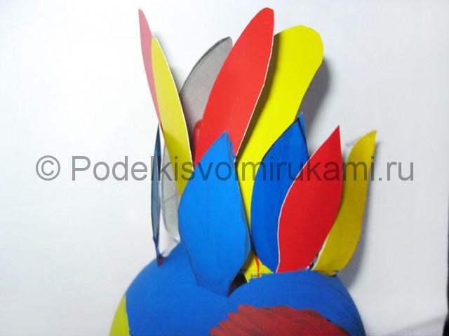 Как сделать попугая из пластиковых бутылок. Фото 15.