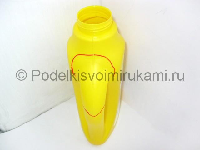 Как сделать попугая из пластиковых бутылок. Фото 7.