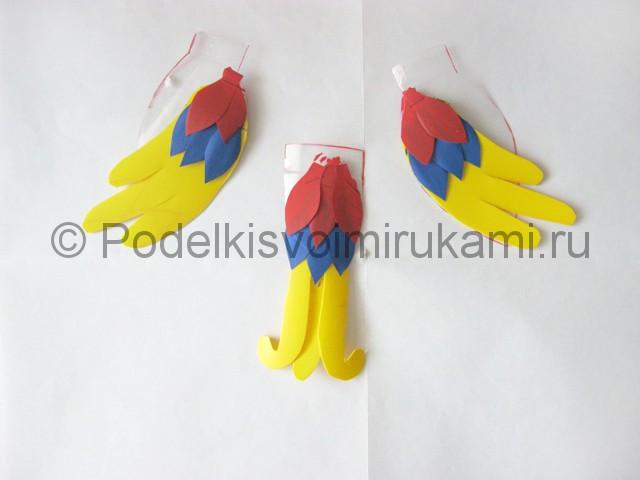 Как сделать попугая из пластиковых бутылок. Фото 9.