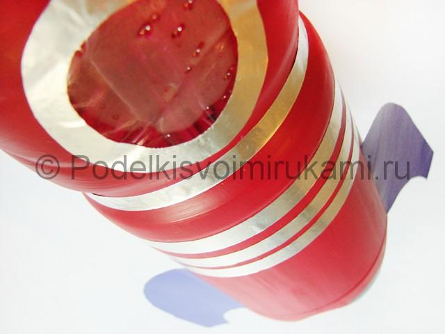 Как сделать ракету из пластиковой бутылки. Фото 14.