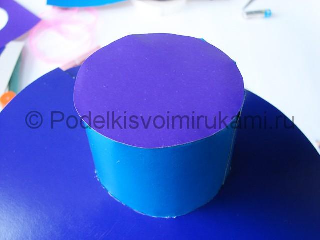 Как сделать шляпу из бумаги. Фото 18.