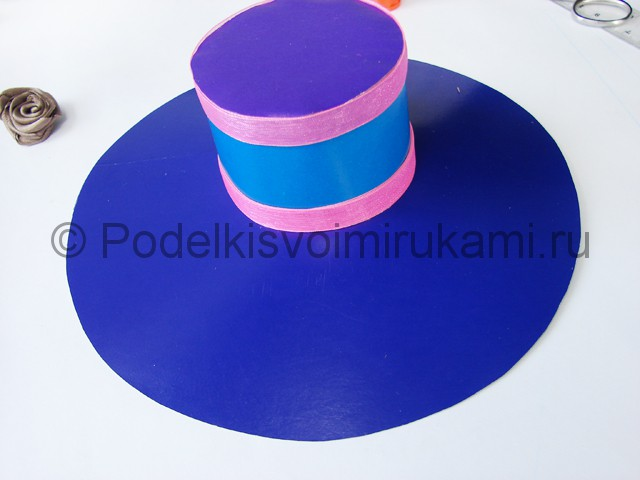 Как сделать шляпу из бумаги. Фото 22.