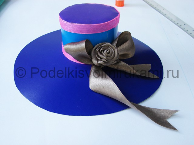 Как сделать шляпу из бумаги. Фото 27.