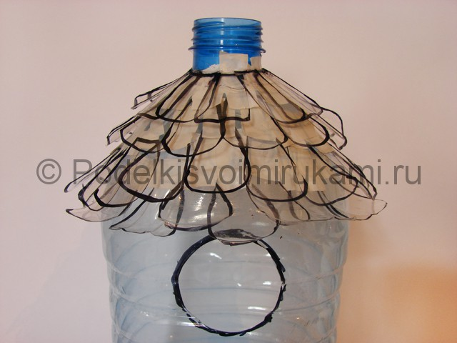 Как сделать скворечник из пластиковой бутылки. Фото 8.