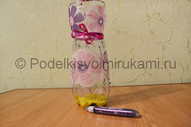 Как сделать вазу из пластиковой бутылки. Фото 10.