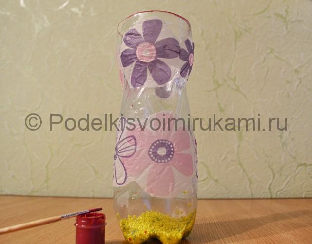 Как сделать вазу из пластиковой бутылки. Фото 9.