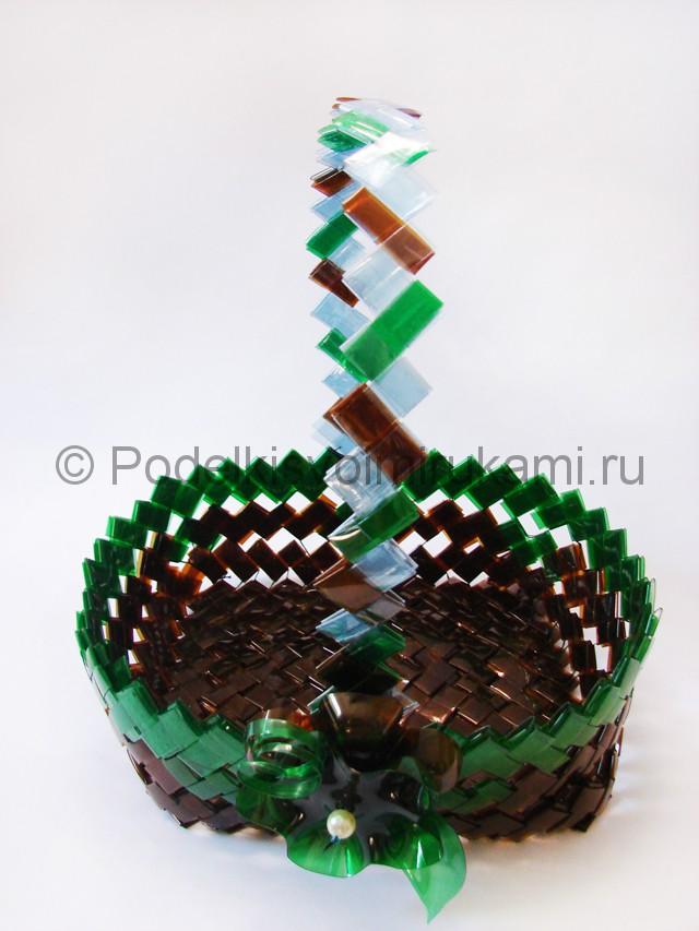 Корзина из пластиковых бутылок. Итоговый вид поделки. Фото 2.