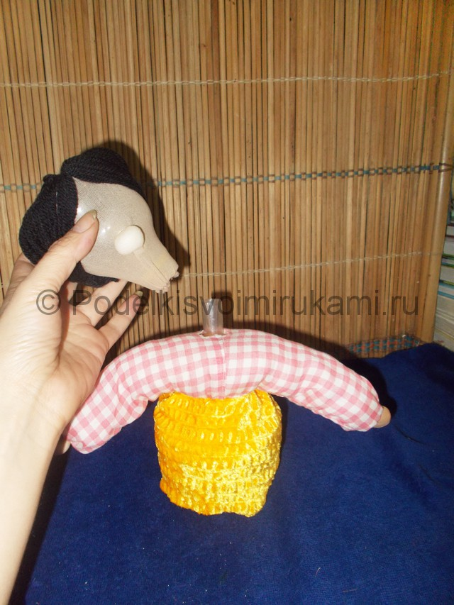 Кукла из пластиковых бутылок своими руками. Фото 11.