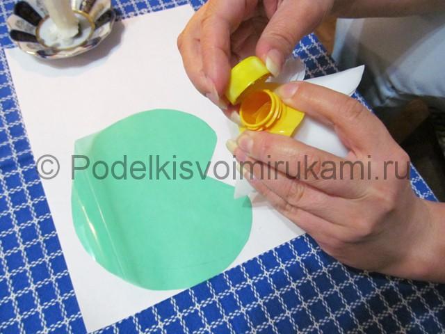 Лилия из пластиковых бутылок своими руками. Фото 10.
